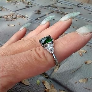 Women's marked 925 green stone ring size 7